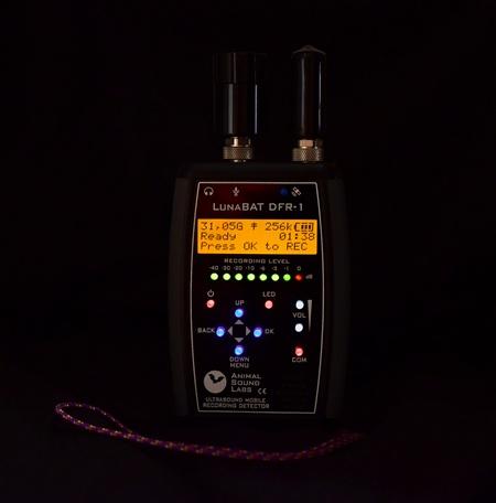 Detektor LunaBat DFR-1 z podświetlaną klawiaturą